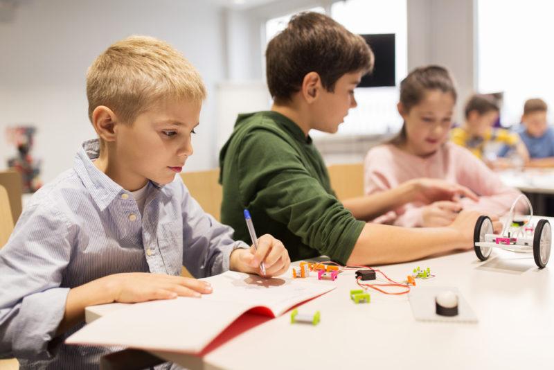 Pleiadi Science Farmer Educazione STEAM STEM scienza esperimenti laboratori imparare con le mani mostra interattiva progetto educativo infanzia adolescenti bambini eventi didattici scientifici laboratorio robotica classe aula arduino